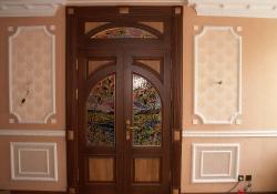 эксклюзивные деревянные двери с витражами на заказ