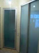 распашные двери матового стекла на заказ