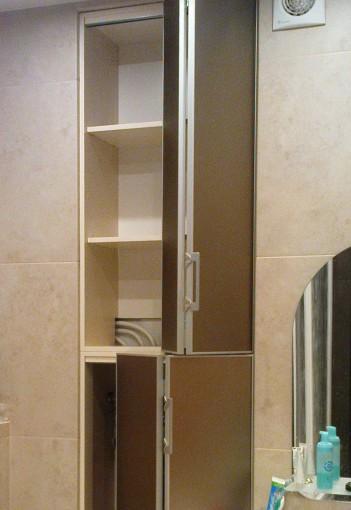 складные дверцы для встроенного шкафа в ванной