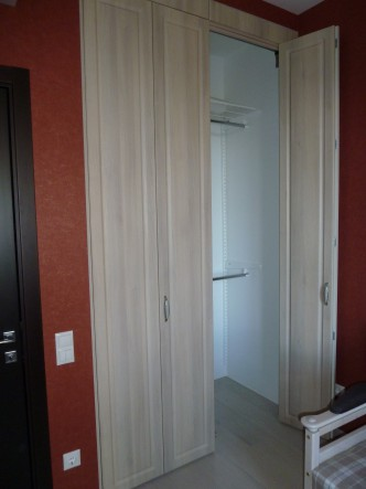 складные двери-книжки в гардеробный шкаф