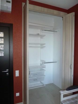 дверь для встроенного шкафа складная на заказ Петербург