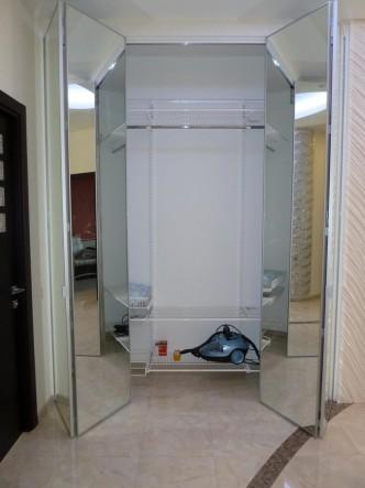 складные зеркальные двери в гардеробные на заказ в СПб