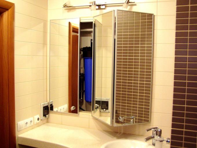 складная дверца-зеркало в ванной