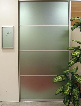 Стеклянная дверь для офиса купить в Петербурге