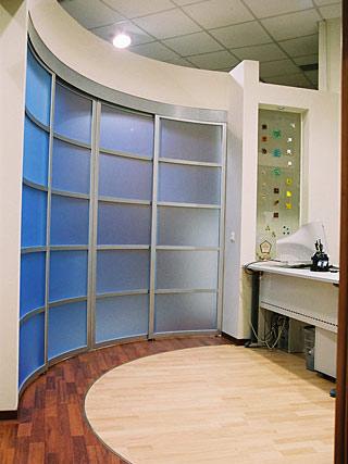 алюминиевые радиусные двери