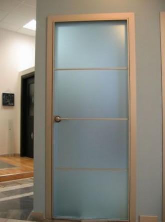 распашные двери на основе аллюминиевого каркаса на заказ в спб