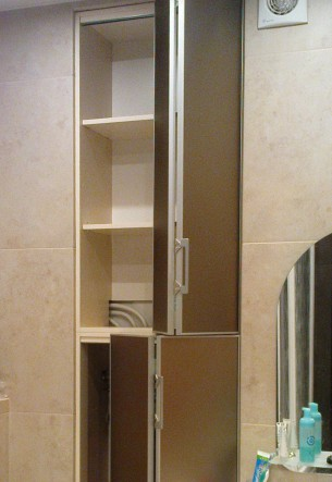 сантехнические шкафы для ванной со складными зеркальными дверями
