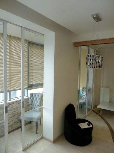 раздвижные перегородки между комнатой и балконом фото в интерьере