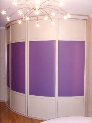 угловые гардеробные на заказ с радиусными дверями