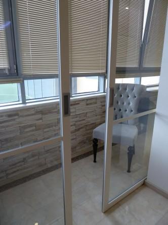 раздвижные перегородки между комнатой и балконом