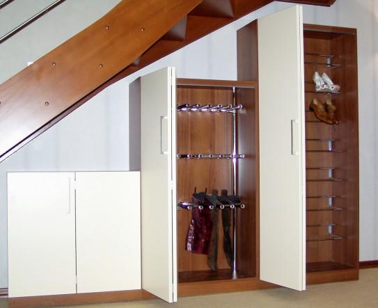 конструкции складных дверей для прихожей
