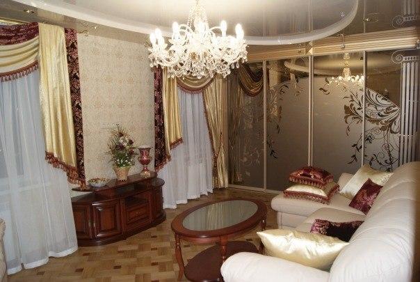 гостиная с зеркальным шкафом-купе