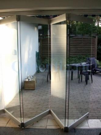 складывающиеся стеклянные перегородки