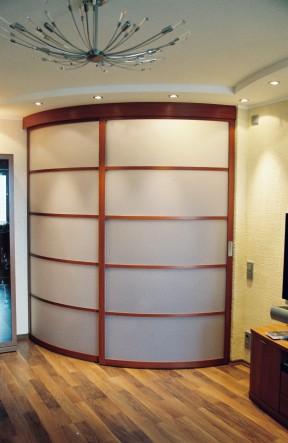 радиусные откатные двери в гардеробную на заказ в спб