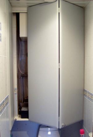 складные дверки в туалет для встроенного шкафа под заказ в Петербурге