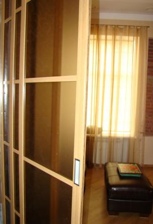 алюминиевые двери английский стиль
