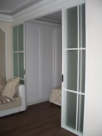 Раздвижные двери в гостиную в английском стиле