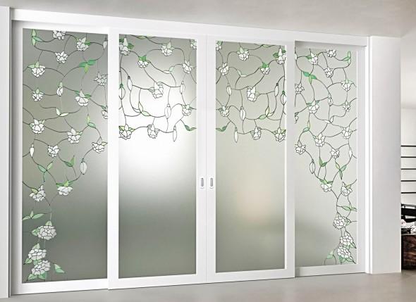 белые раздвижные стеклянные двери