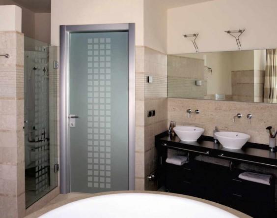 алюминиевая дверь в сауну и ванную комнату
