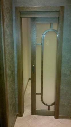 деревянная раздвижная дверь в прихожую на заказ из массива ясеня