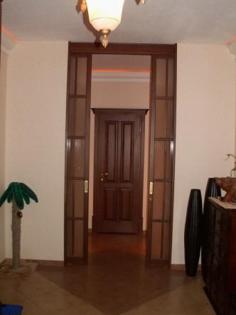 раздвижная дверь деревянная в коробе из массива ольхи в спб