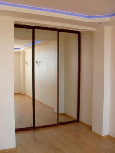дверь с зеркалом для встроенного шкафа