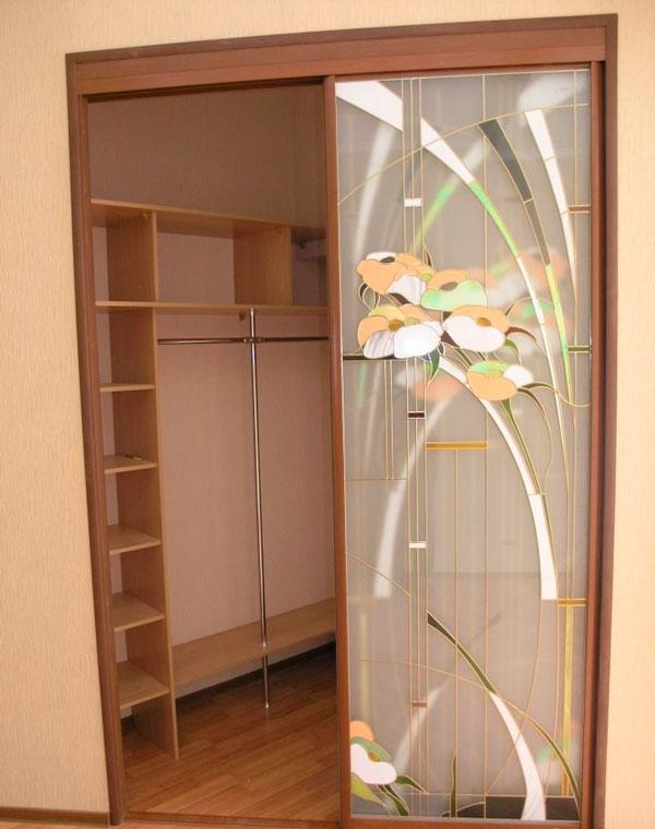 Гардеробные двери с дизайном