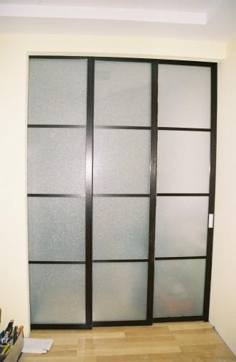 раздвижная перегородка в комнату с матовым стеклом