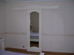 дверь раздвижная зеркальная из массива для гардероба