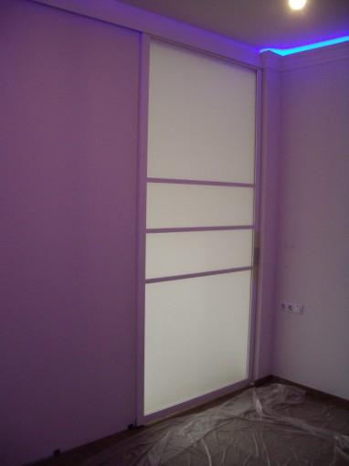 раздвижная дверь в спальню