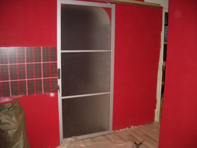 дверь раздвижная алюминиевая с одной створкой