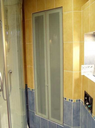 дверцы-книжки в нишу ванной комнаты