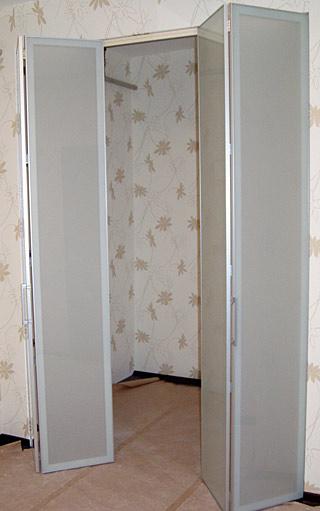 складная дверь в кладовку продажа в Петербурге