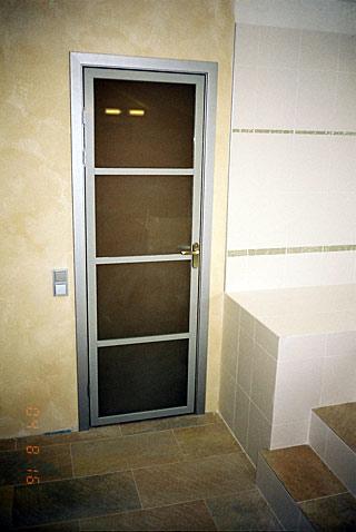 стеклянные распашные двери на заказ
