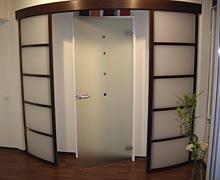 Алюминиевые двери, радиусные двери